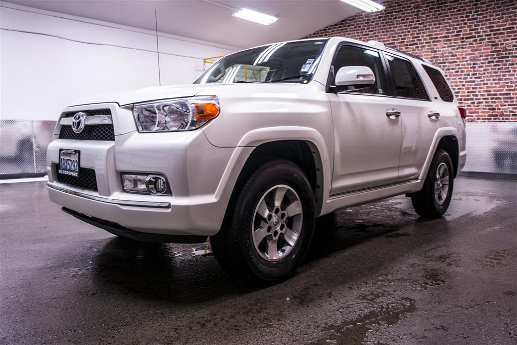 find a toyota 4 runner white with 3 rows autos post. Black Bedroom Furniture Sets. Home Design Ideas