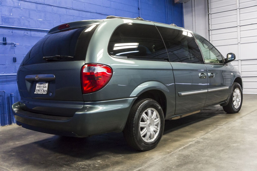 2006 chrysler town and country. Black Bedroom Furniture Sets. Home Design Ideas