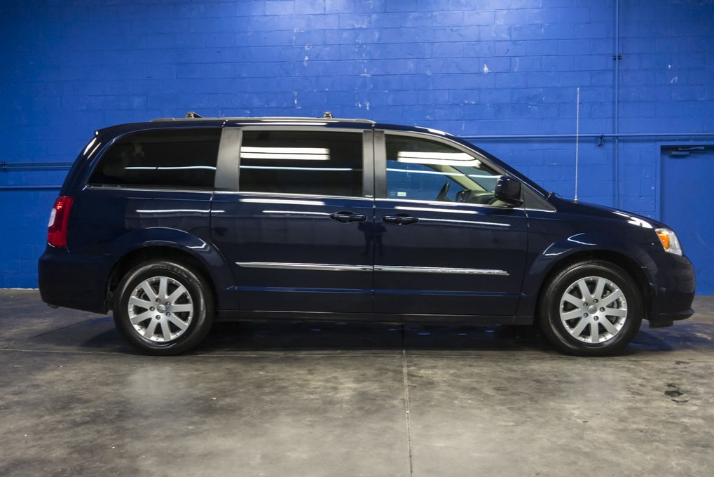 2014 chrysler town and country. Black Bedroom Furniture Sets. Home Design Ideas