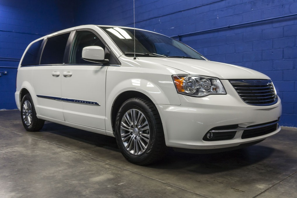 Used 2013 Chrysler Town and Country, $17691