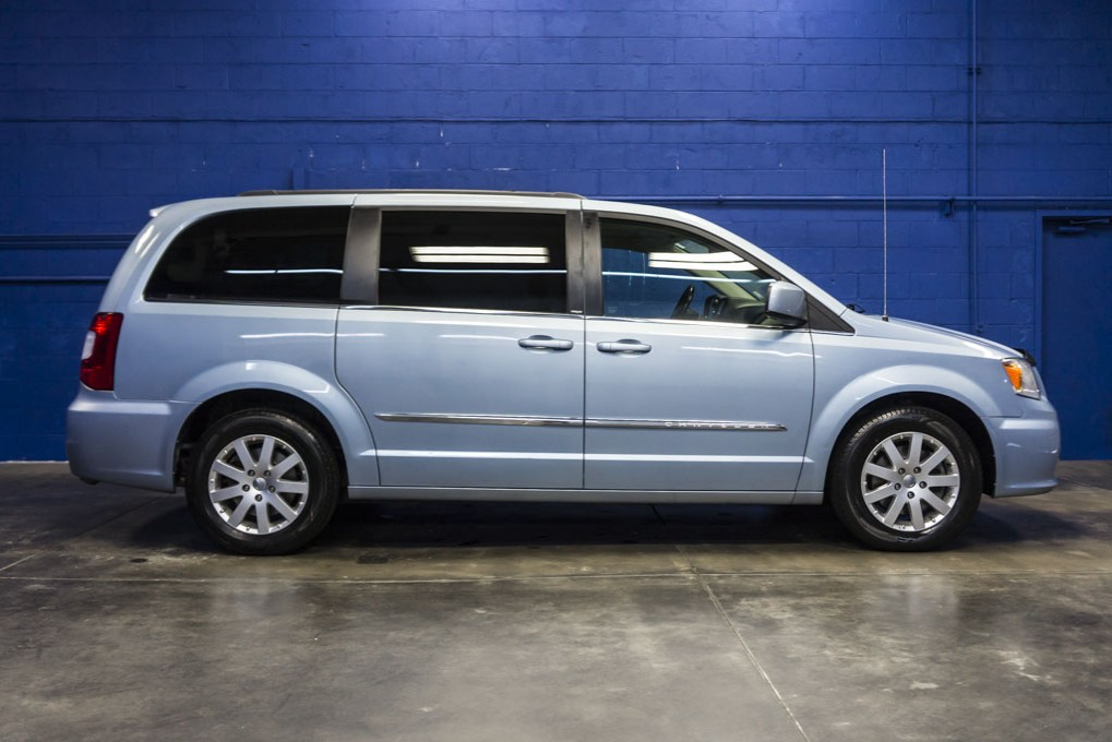 2013 chrysler town and country. Black Bedroom Furniture Sets. Home Design Ideas