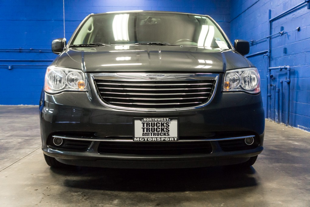 2012 chrysler town and country. Black Bedroom Furniture Sets. Home Design Ideas
