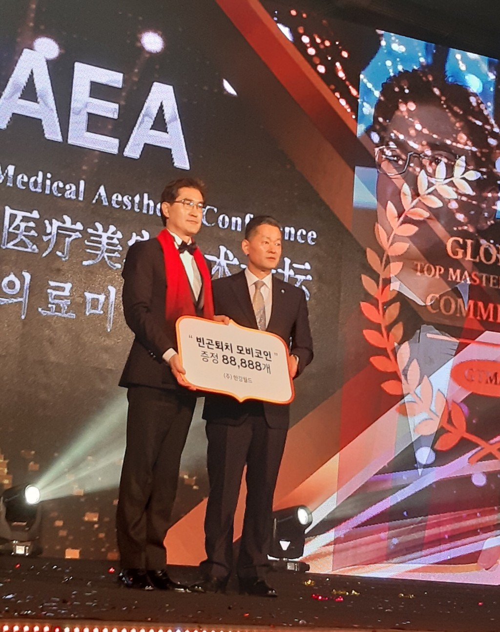 Chairman of Hangang World Inc Lim Sun Teak receiving special award at the 2019 International Medical Aesthetics Conference in Seoul