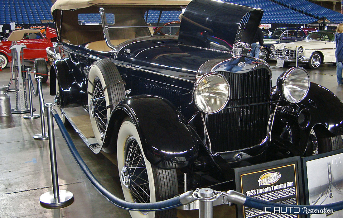 Front view of 1923 Lincoln Touring Car