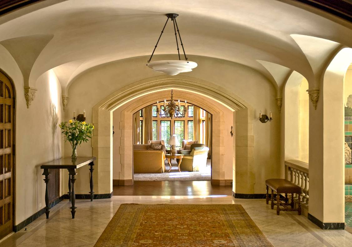 The restored solarium features graceful vaults and a beautiful mosaic fountain, offering peace and tranquility to anyone who decides to stop here for a moment of repose.