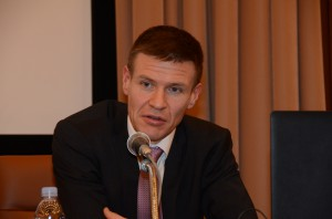 フィンランドの原子力規制センター所長、オンカロ管理会社広報部長、エネルギー政策担当者 写真 4