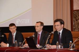 フィンランドの原子力規制センター所長、オンカロ管理会社広報部長、エネルギー政策担当者 写真 1