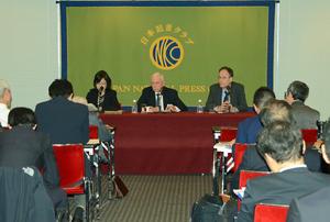 ウィリアム・レイシー・スウィング 国際移住機関(IOM)事務局長 会見 写真 4
