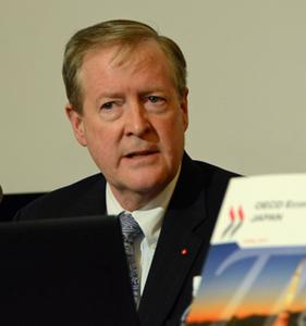 アンヘル・グリア OECD事務総長 写真 2