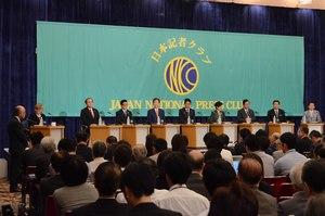 8党首討論会 写真 1