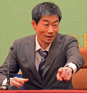 著者と語る『評伝 石牟礼道子-渚に立つひと-』 米本浩二 毎日新聞記者 写真 2