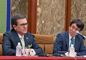 グアハルド・メキシコ経済相 会見 写真 3