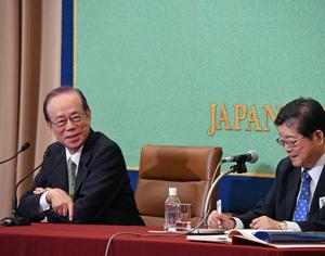 「公文書管理を考える」(3) 福田康夫・元首相 写真 3