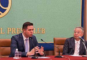 トゥドル・ウリアノブスキ・モルドバ外務・欧州統合相 会見 写真 3