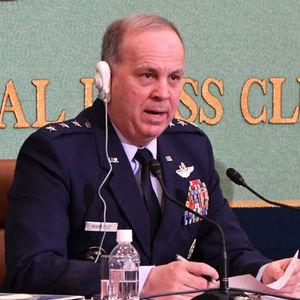 マルティネス在日米軍司令官 会見 写真 1