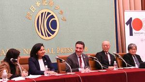 フロレンティン駐日パラグアイ大使、アイリョン・キスベルト駐日ボリビア臨時代理大使 会見 写真 1