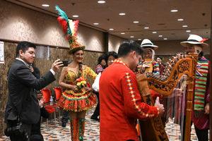 ラウル・フロレンティン=アントラ駐日パラグアイ大使、アンヘラ・アイリョン駐日ボリビア臨時代理大使 会見 写真 7