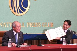 鈴木俊一・東京オリンピック・パラリンピック競技大会担当大臣 会見 写真 3