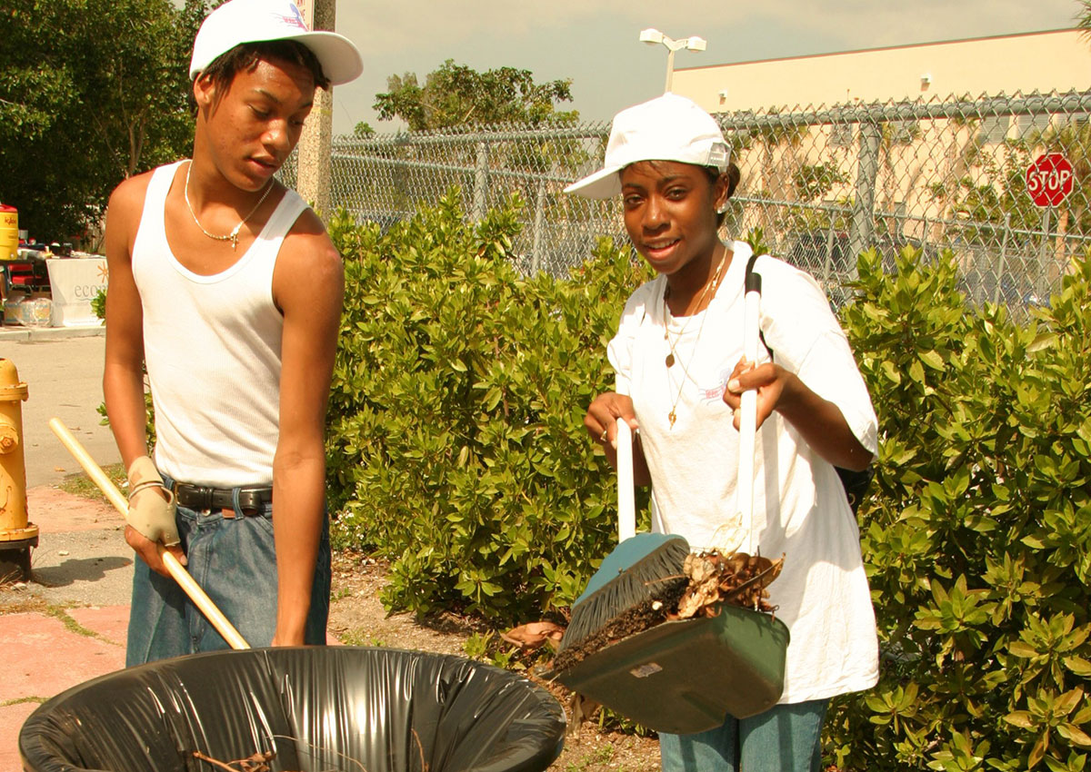 Job Corps students in Miami Beach clean up the neighborhood