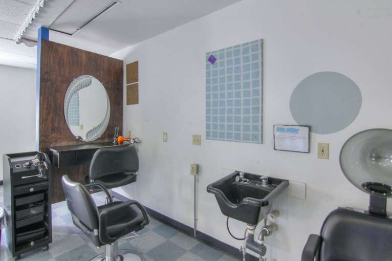 Hair Salon/ Beauty Room