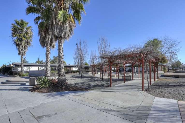 Sacramento_Grounds12