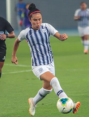 """Sandy Dorador: """"Desde los 7 años he jugado al fútbol con varones"""""""