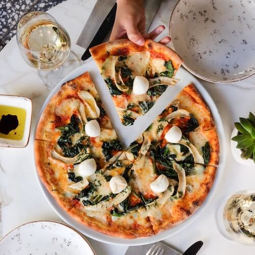 pizza-restaurant-instagram-influencer-guide