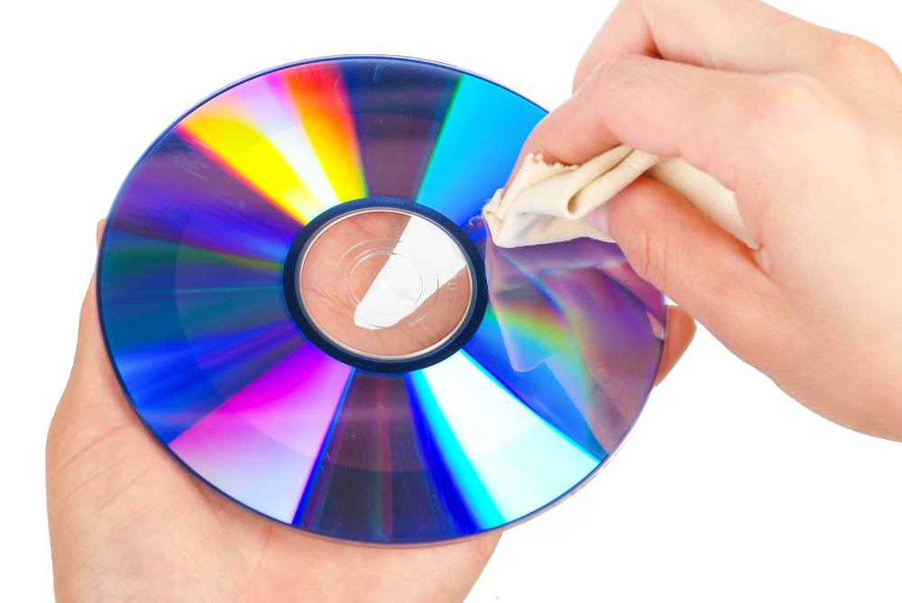 Cleaning a CD
