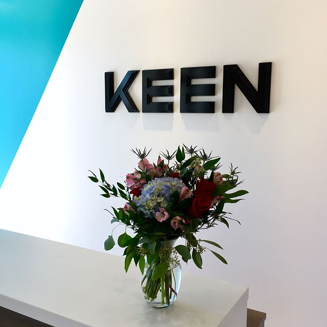 We LOVE surprises, and the one we got from @calliaflowers brightened up our Friday! How adorable is this?! They labeled the delivery box as: To the lucky person wearing the most floral at KEEN creative (which happened to be @amusey!)