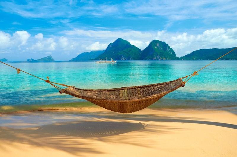 hammock-on-beach-vacation-philippines (1)