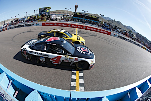 Harvick holds off Edwards at Phoenix—by a matter of inches