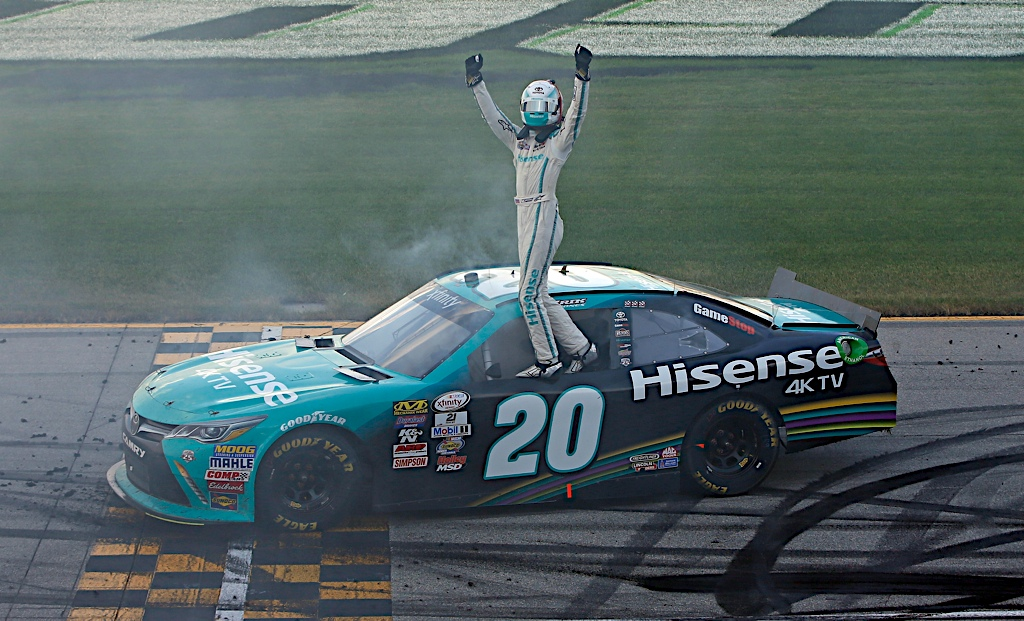 Erik Jones wins at Chicagoland, enters NASCAR XFINITY Series Chase as top seed
