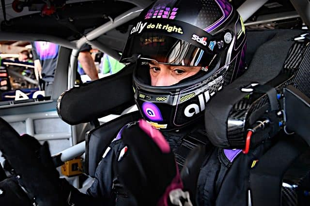 Jimmie Johnson rallies back from mistakes to finish 9th at the Roval