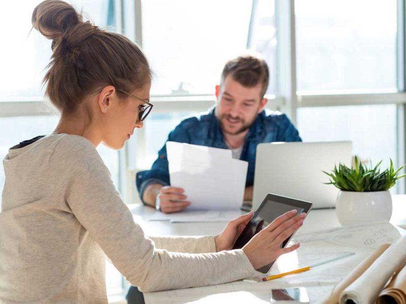 Emprendedora tratando de aumentar su préstamo en Konfío de manera totalmente digital