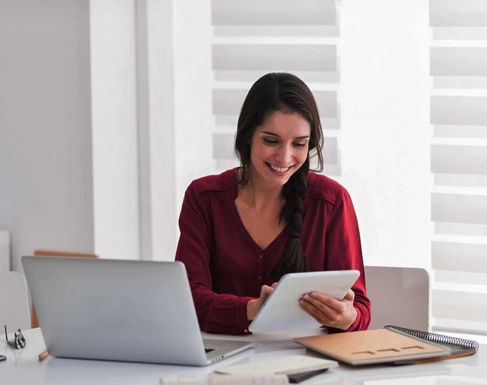 Emprendedora conociendo los 10 errores que cometen los dueños de pequeños negocios