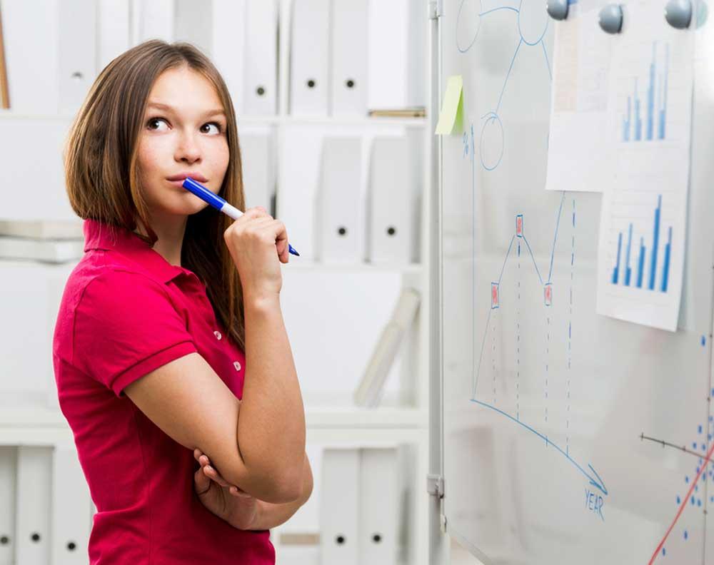 Emprendedora conociendo la información que necesita para un financiamiento