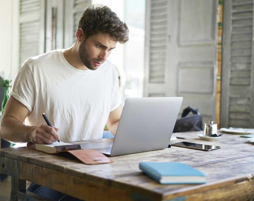 Emprendedor tratando de formalizar su negocio ante el SAT