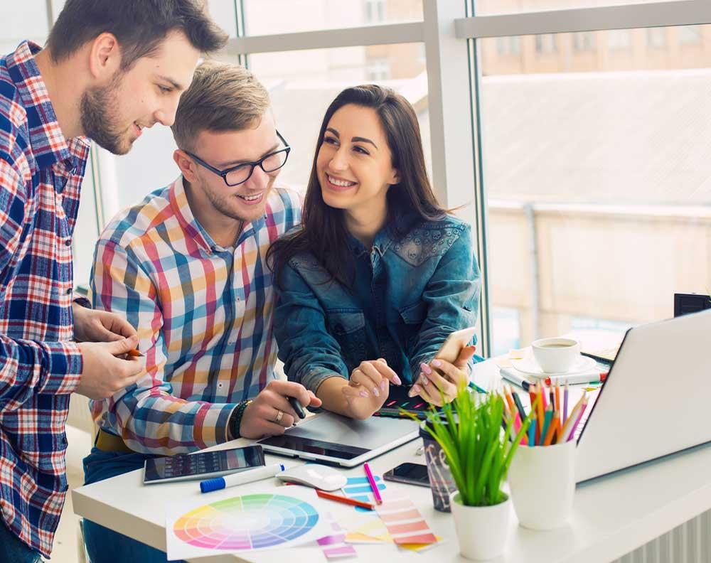 """Emprendedores creando un nuevo producto gracias a la implementación de estrategias llamadas """"hacer crecer tu negocio con un crédito"""""""