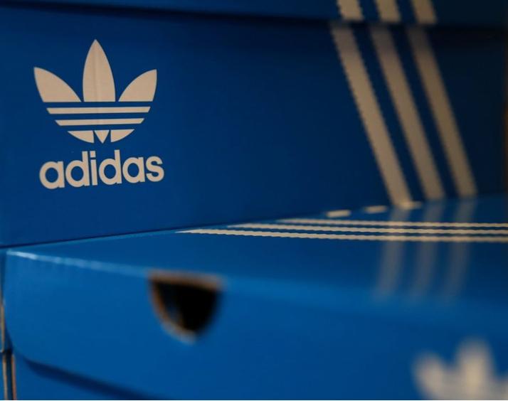 Adidas pierde la patente de sus tres rayas