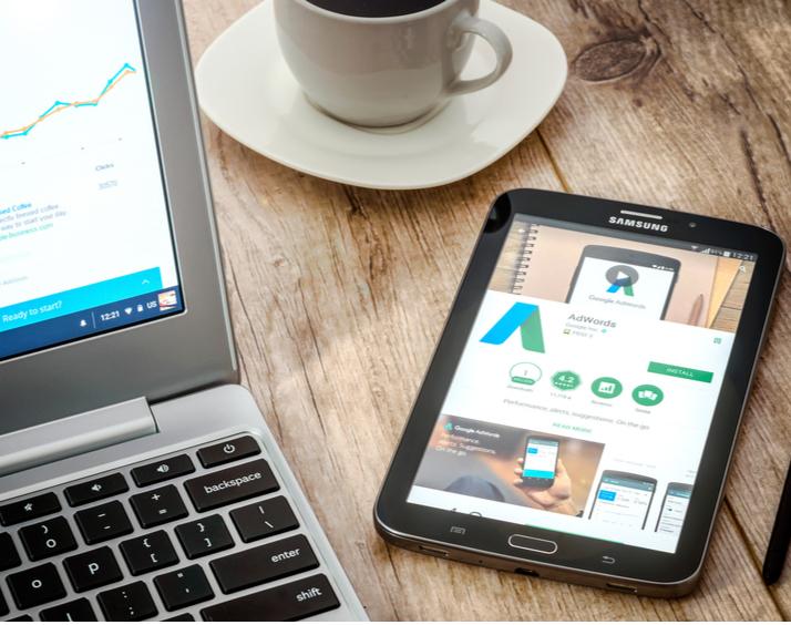 Una inversión para tu negocio es el uso de Google AdWords, una herramienta con la que podrás posicionar tu página web sobre tu competencia.