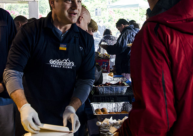 Governor Sean Parnell hands out plates to picnic guests