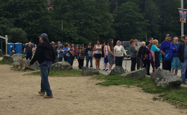 The line for food wrapped around the parking lot at Sandy Beach. (Photo by Sarah Yu/KTOO)