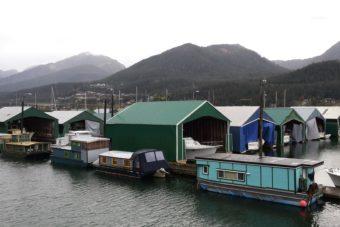 Houseboats Aurora Harbor