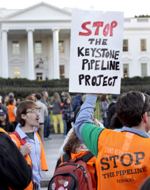 Protestors picket in front of the White House in 2011. (Creative Commons Photo by tarsandsaction)