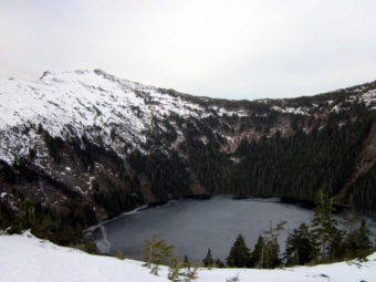 Low snow can be seen at Crystal Lake Mountain. (Photo by Angela Denning/KFSK)