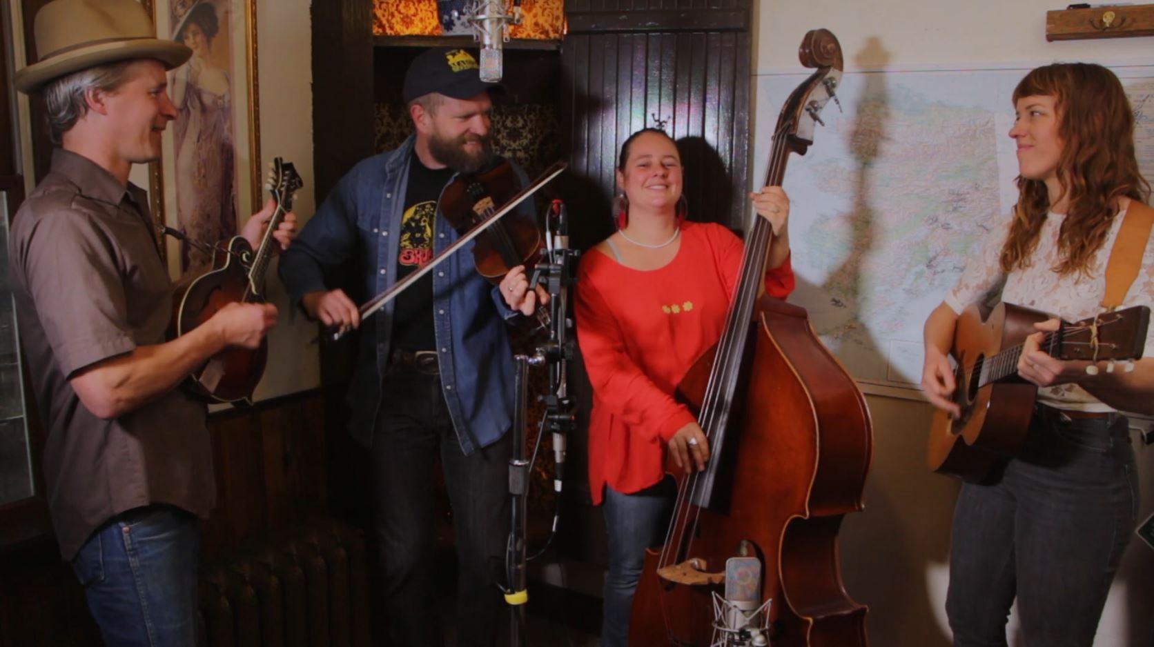 Red Carpet Concert: Foghorn Stringband