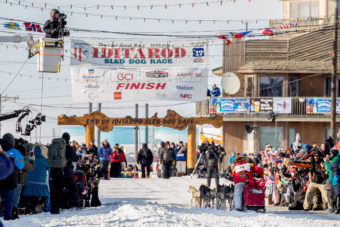 Mitch Seavey arrives at the Nome finish line of the 2017 Iditarod, the Burled Arch on Tuesday, March 14, 2017. (Photo by David Dodman/KNOM)