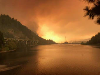 The Eagle Creek fire is burning in the Columbia River Gorge National Scenic Area near Cascade Locks, Oregon. (Photo courtesy InciWeb Incident Information System/National Wildfire Coordinating Group)