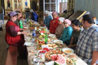 Sitting down for a meal in Russia (Photo courtesy Father Dimitrii Kultinov)