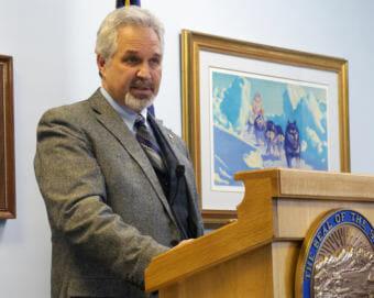 Senate President Pete Kelly, R-Fairbanks, talks to reporters at a Senate Majority press availability, April 13, 2017. (Photo by Skip Gray/360 North)